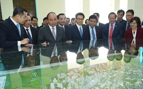 Thủ tướng đến thăm khu CNC Hòa Lạc